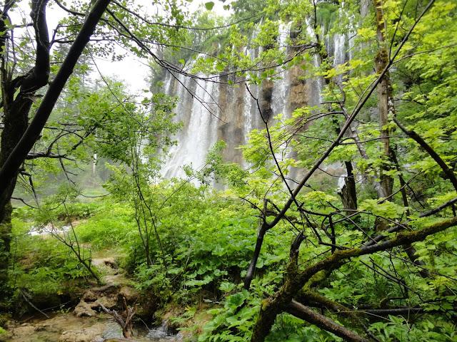 Katere so glavne turistične atrakcije na Plitvicah?
