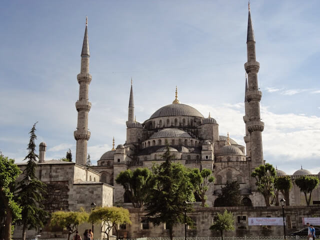 What are the main tourist attractions of Istanbul