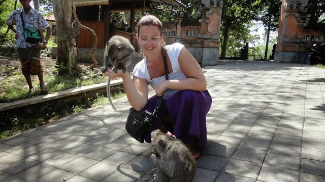 Priscilla et singes Bali