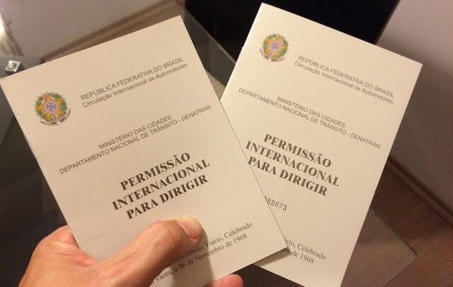 Permissão Internacional para Digirir (PID) ou Carteira de MotoristaInternacional