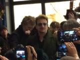 Dublino - Bono canta per le strade a Natale