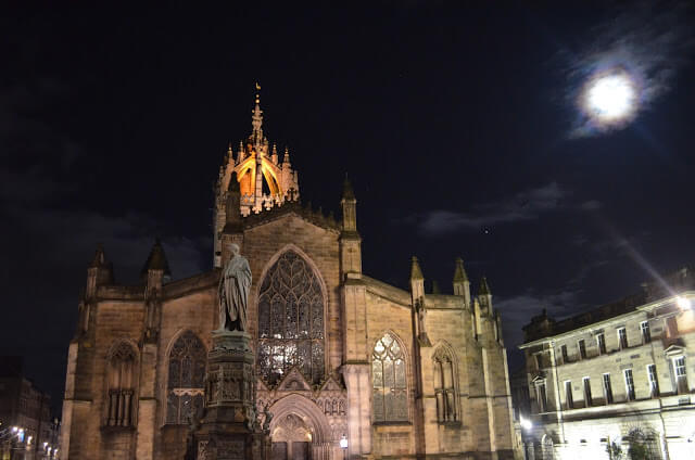 Edimburgo Free Walking Tour Notte