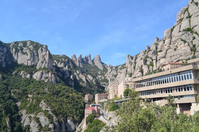 Montserrat, a montanha, o monastério e as trilhas