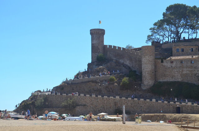 Cidade antiga medieval com Muralha