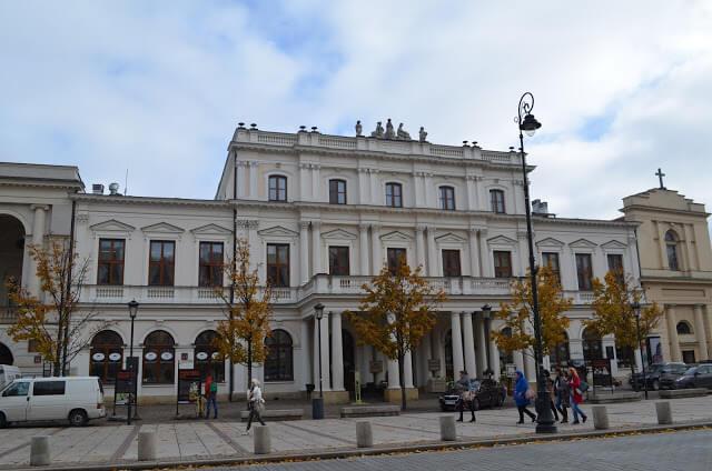 Tyszkiewiczów Palace and the Presidential Palace in Warsaw