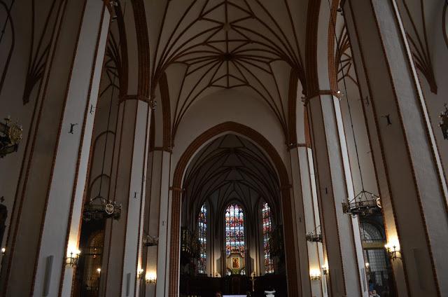 Igreja de St. Martins (St. Martin´S Church) e pela Basílica Archakatekatedralma (Bazylika Archakatekatedralma)