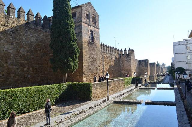 Muralhas y Puerta de Almodôvar
