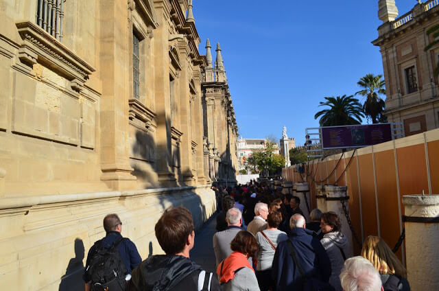 Fila para entrar na Catedral de Sevilha