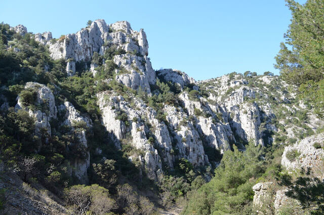 How to get and make the trail to the Calanques of Port-Miou and Port-Pin