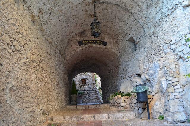 Les principales choses à faire dans le village médiéval d'Eze, ils sont: visiter l'église d'Eze, le Jardin Exotique et ses rues et ses maisons médiévales.