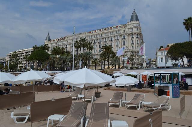 Cannes, cidade do festival de cinema e das praias bonitas