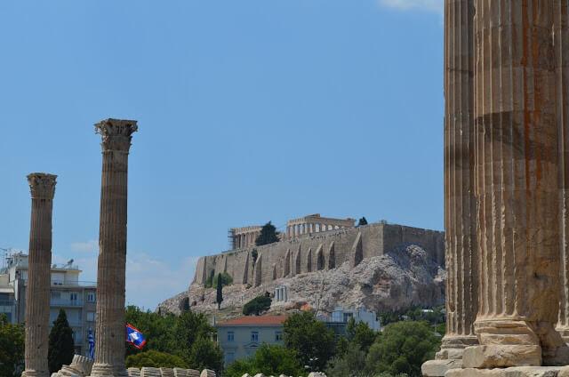 Acrópole vista do templo de Zeus