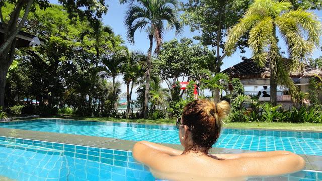 O bazenu v Phi Phi Villa Resortu