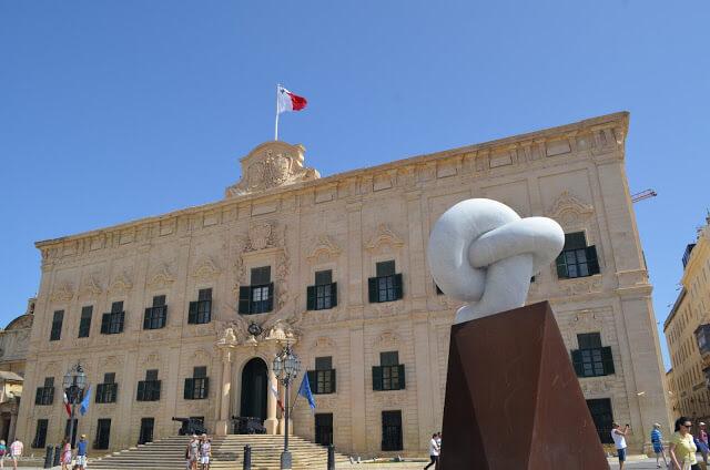 Hvad skal man lave i Valletta, og hvad er dens største attraktioner?