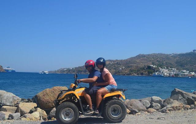Scooter, quadriciclo ou carro, qual o melhor meio de transporte para conhecer as Ilhas Gregas?