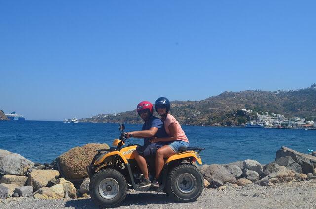Alugamos um quadriciclo na Ilha de Patmos, na Grécia