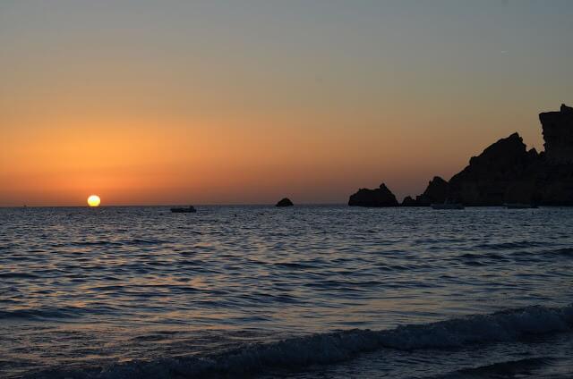 Pôr do sol na Golden Bay