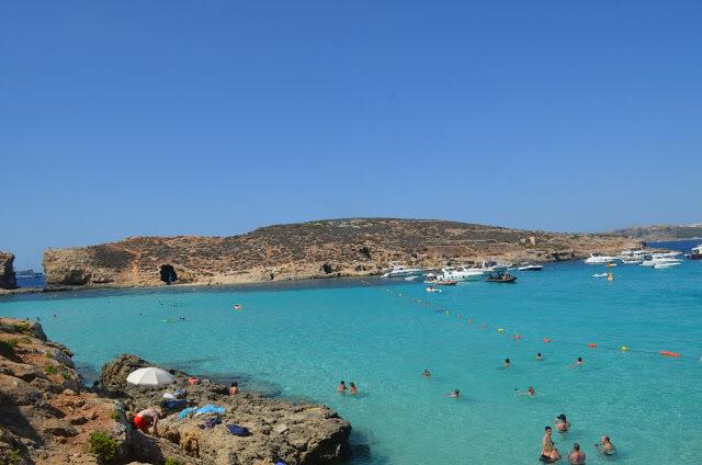 Vista da praia de Blue Lagoon