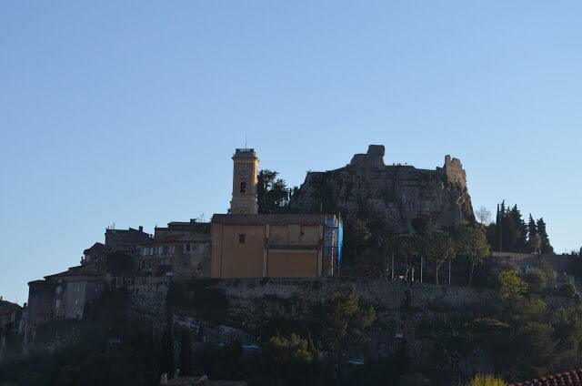 Èze - ville médiévale dans les montagnes de la Côte d'Azur