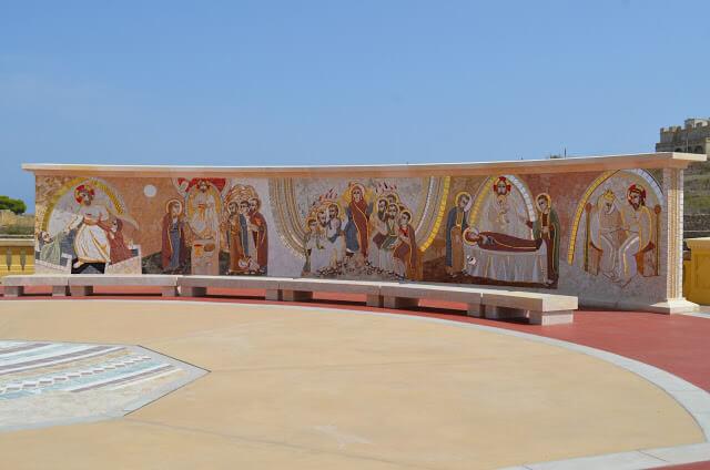 mural com a passagem da via cruz de Jesus