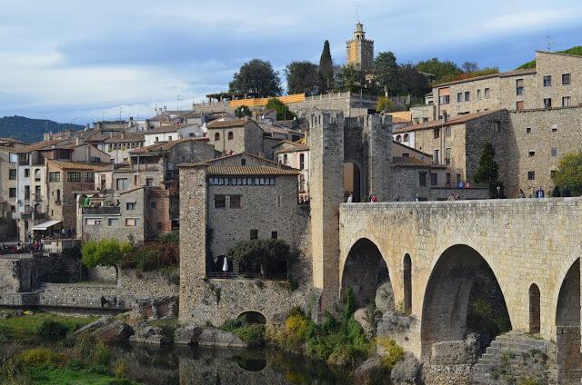 Vista da cidade de Besalu