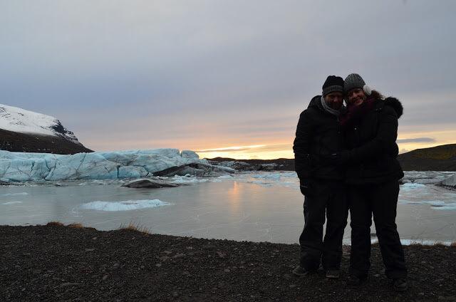 Priscila e Christian Gutierrez no Glacial Sólheimajökull
