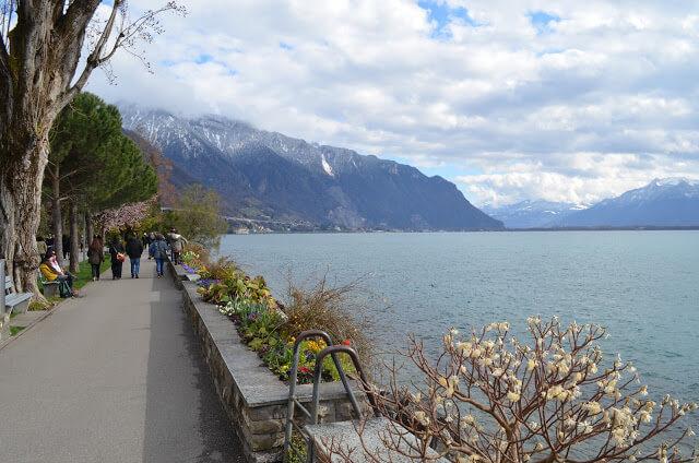 calçadão à beira de Montreux