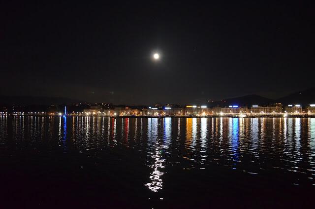 Genebra de noite com a lua cheia