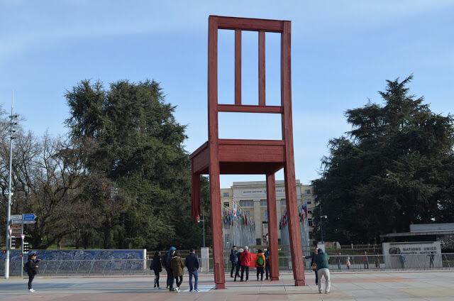 Cadeira Quebrada de Genebra (Broken Chair)
