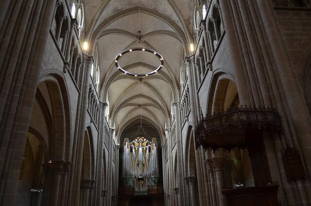 Por dentro da Catedral de São Pedro de Genebra