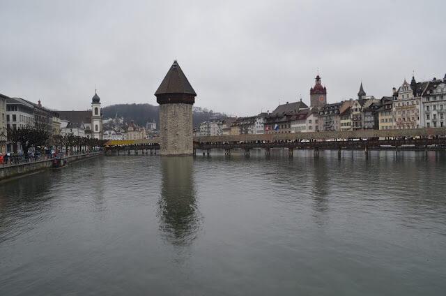 ponte de madeira Kapellbrücke