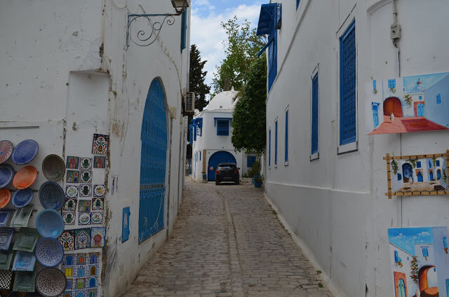 ruazinha de cidade branca e azul de Sidi Bou Said