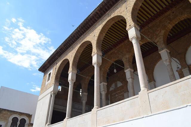 Mesquita Dar Hussein e a Mesquita Style