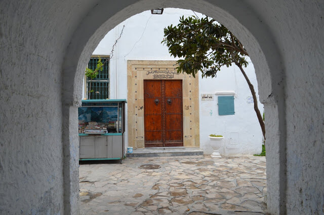 portas decoradas das casa na Tunísia