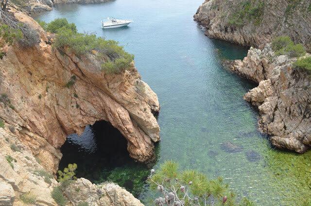 passeio de caiaque para a gruta