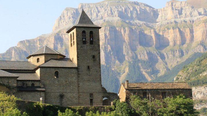 """Aínsa é um """"pueblo"""" espanhol da província de Huesca"""