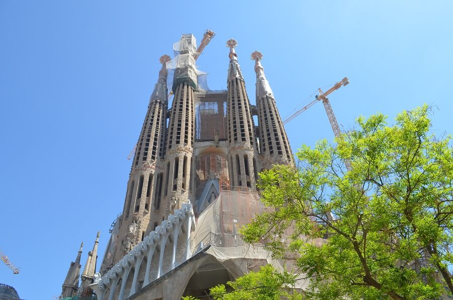 How to buy tickets to Sagrada Familia?