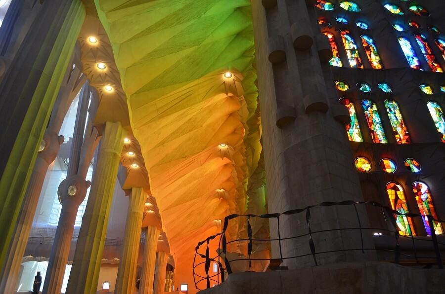 How to buy ticket to Sagrada Familia?