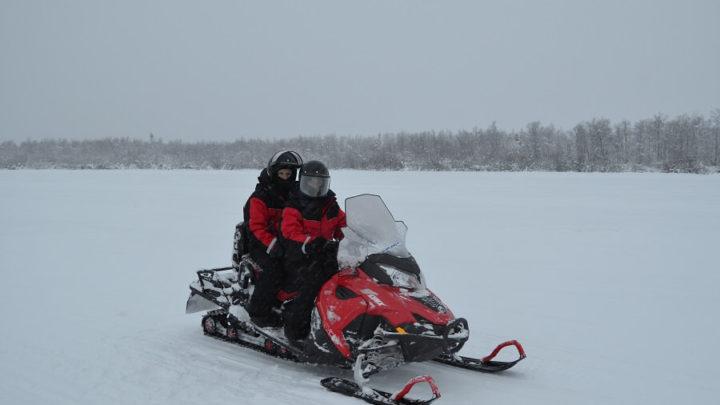 Dirigir uma moto de neve na Lapônia Finlandesa