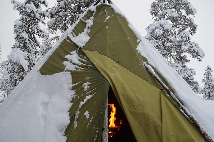 Hut with bonfire and lunch at Frozen Lake Inari in Lapland Finland