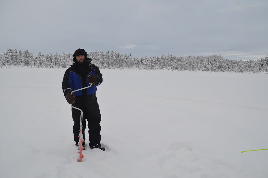 Ice Fishing a Ivalo in Finlandia