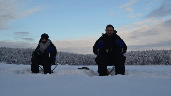 Como é Pescar em um lago congelado na Lapônia Finlandesa?