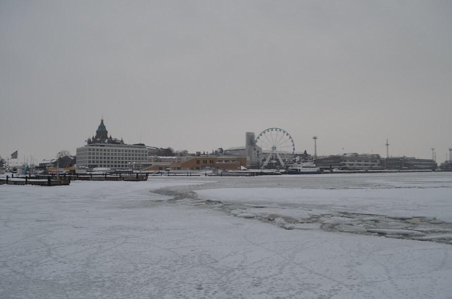 Pier y el puerto de Helsinki