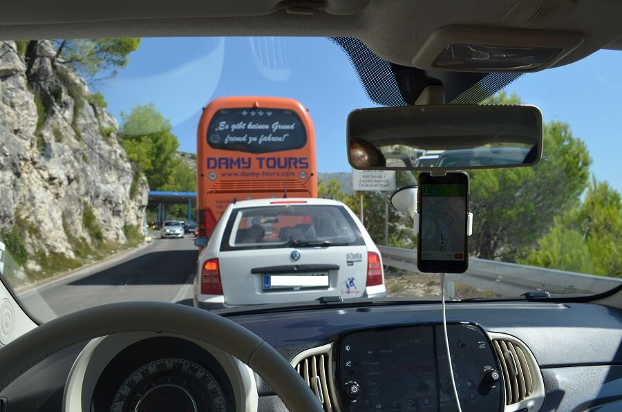 atravessar a fronteira com a Bósnia e Herzegovina