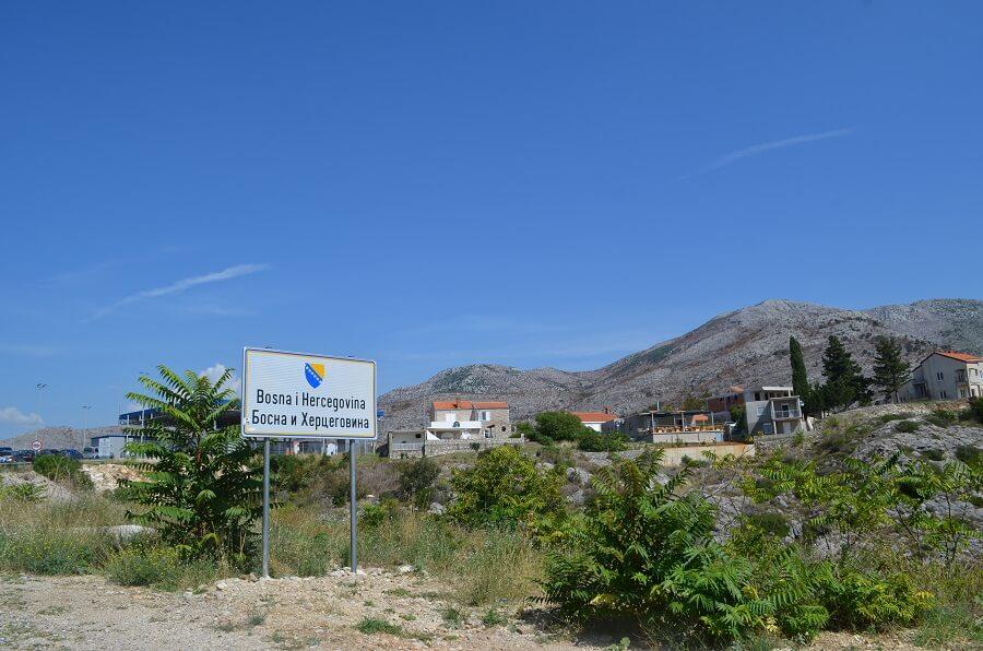 Cruzar a fronteira entre a Croácia e a Bósnia e Herzegovina de carro