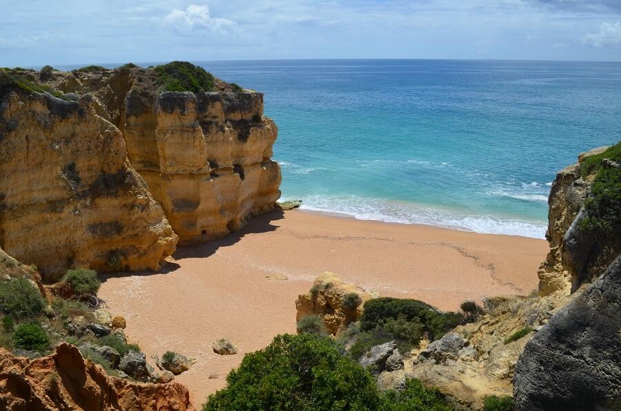 Albufeira, una città della costa dell'Algarve