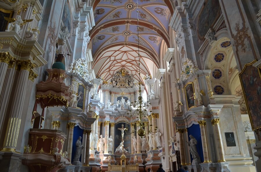 Igreja da Assunção da Virgem Maria (Vytauto Didžiojo Švč. Mergelės Marijos ėmimo į dangų bažnyčia), é outra igreja da cidade