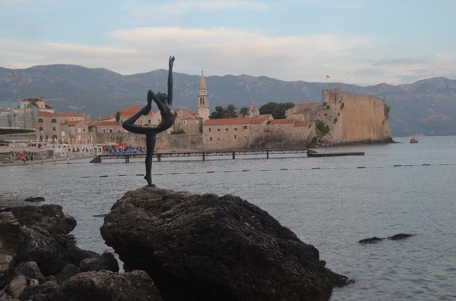 estátua de uma Balarina