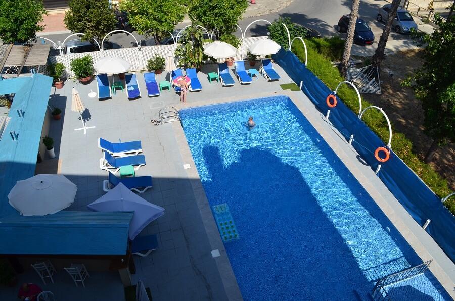 Lárnaca ficamos no San Remo Hotel
