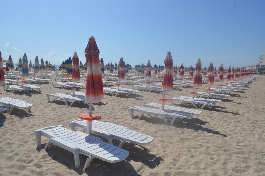 Albena Beach atracción turística es la parte de deportes acuáticos como el, kayaks, lanchas, paddleboats